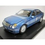 mercedes benz E-class sedan bleu